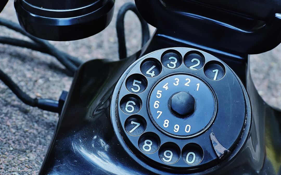 Mustalinjan ohjeet: 2. Soittaminen, vastaaminen ja ulospäin näkyvän numeron hallinta